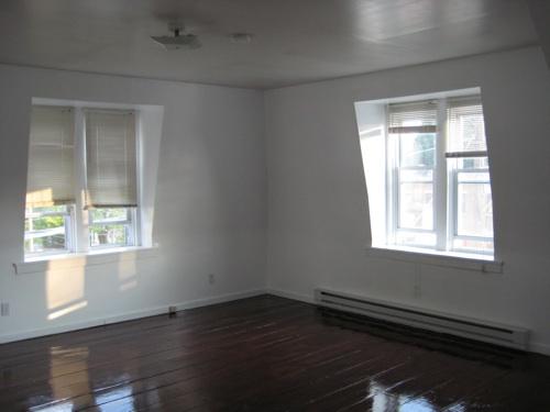 Empty_livingroom2