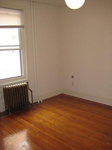 Empty_livingroom1